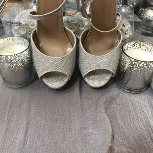 Shoes - 💎Stunning silver shoes
